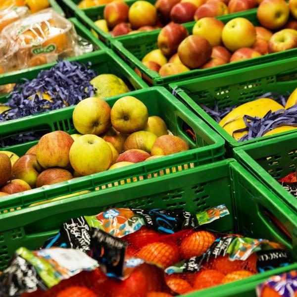 fruit in basket grocery store money saving tips