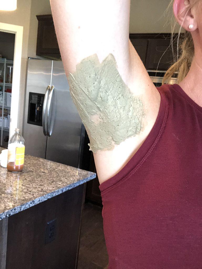 apple cider vinegar and bentonite clary armpit detox mask
